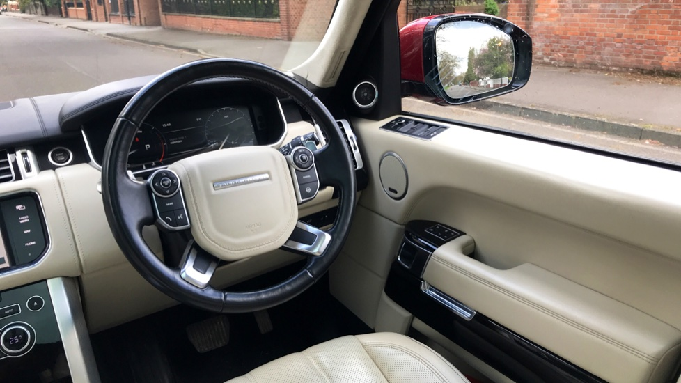 Land Rover Range Rover 4.4 SDV8 Autobiography 4dr - Fixed Panoramic Roof - Privacy Glass - Electric Deployable Side Steps image 10