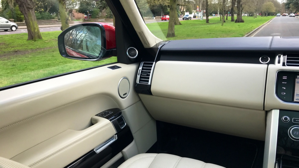 Land Rover Range Rover 4.4 SDV8 Autobiography 4dr - Fixed Panoramic Roof - Privacy Glass - Electric Deployable Side Steps image 11