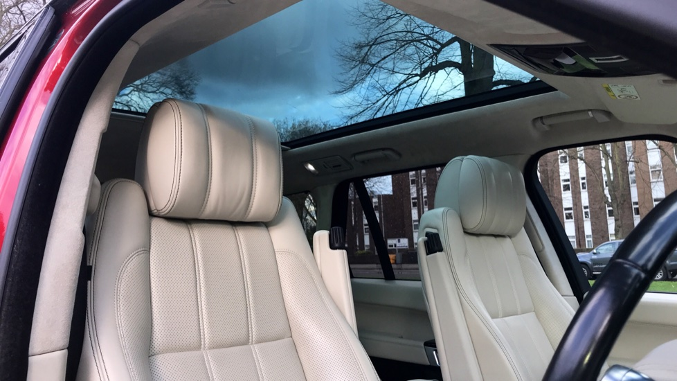 Land Rover Range Rover 4.4 SDV8 Autobiography 4dr - Fixed Panoramic Roof - Privacy Glass - Electric Deployable Side Steps image 23