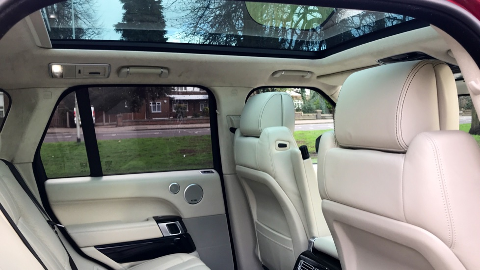 Land Rover Range Rover 4.4 SDV8 Autobiography 4dr - Fixed Panoramic Roof - Privacy Glass - Electric Deployable Side Steps image 24