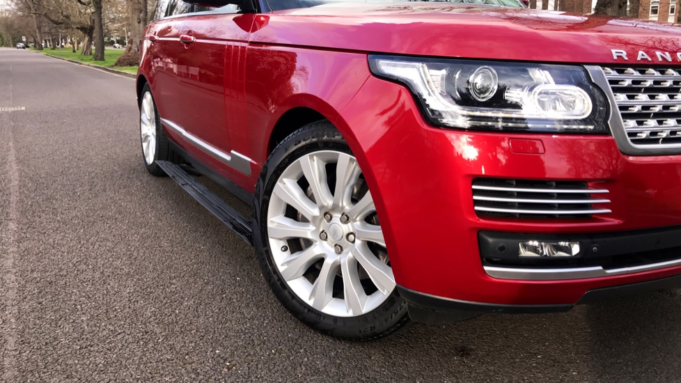 Land Rover Range Rover 4.4 SDV8 Autobiography 4dr - Fixed Panoramic Roof - Privacy Glass - Electric Deployable Side Steps image 33