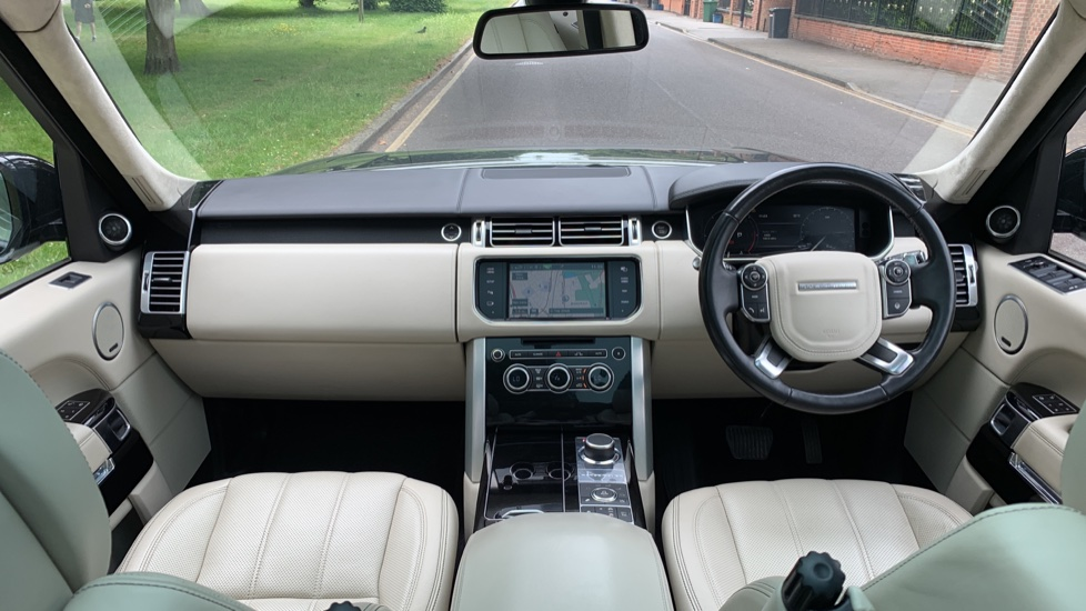 Land Rover Range Rover 4.4 SDV8 Autobiography 4dr - Fixed Panoramic Roof - Privacy Glass -  image 9