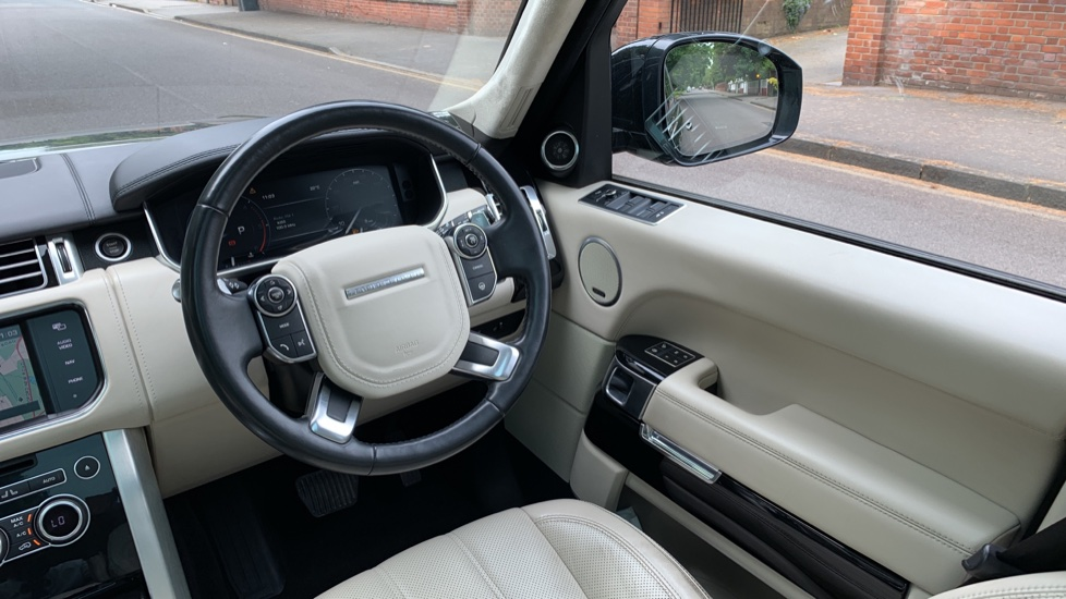 Land Rover Range Rover 4.4 SDV8 Autobiography 4dr - Fixed Panoramic Roof - Privacy Glass -  image 10