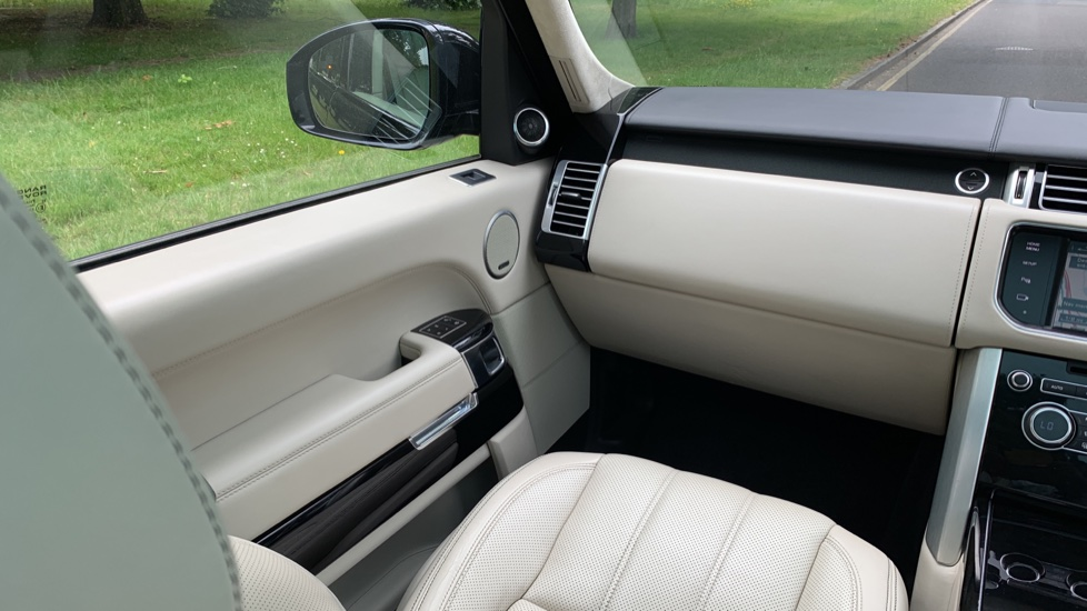 Land Rover Range Rover 4.4 SDV8 Autobiography 4dr - Fixed Panoramic Roof - Privacy Glass -  image 11