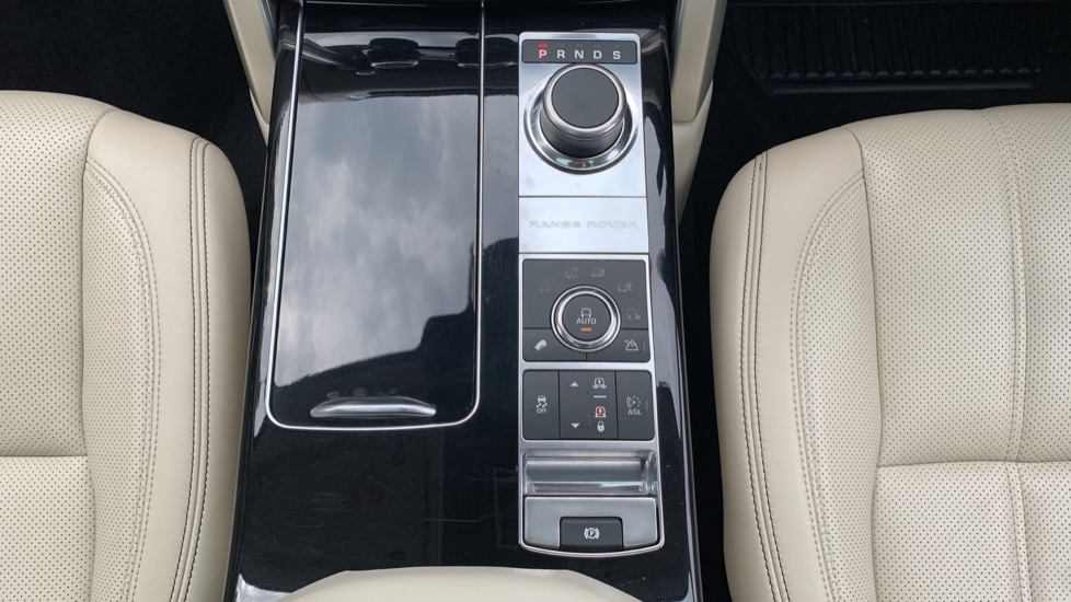 Land Rover Range Rover 4.4 SDV8 Autobiography 4dr - Fixed Panoramic Roof - Privacy Glass -  image 12