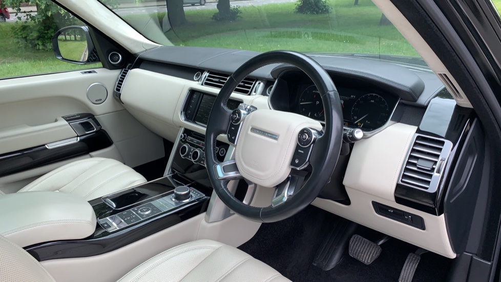 Land Rover Range Rover 4.4 SDV8 Autobiography 4dr - Fixed Panoramic Roof - Privacy Glass -  image 27