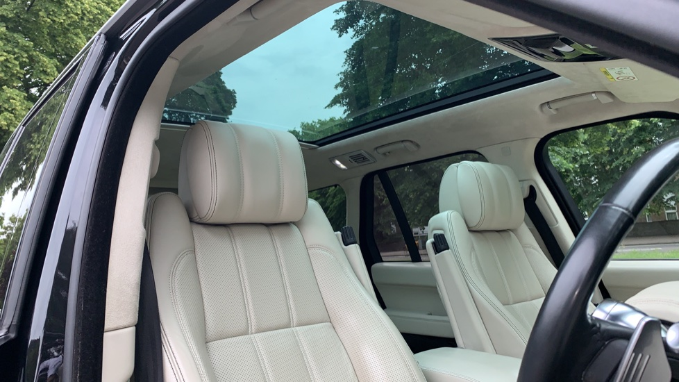Land Rover Range Rover 4.4 SDV8 Autobiography 4dr - Fixed Panoramic Roof - Privacy Glass -  image 28