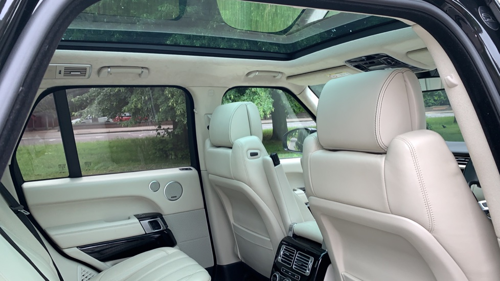 Land Rover Range Rover 4.4 SDV8 Autobiography 4dr - Fixed Panoramic Roof - Privacy Glass -  image 29