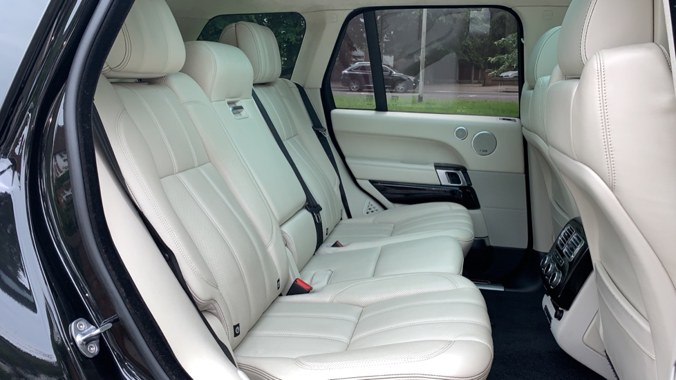 Land Rover Range Rover 4.4 SDV8 Autobiography 4dr - Fixed Panoramic Roof - Privacy Glass -  image 31