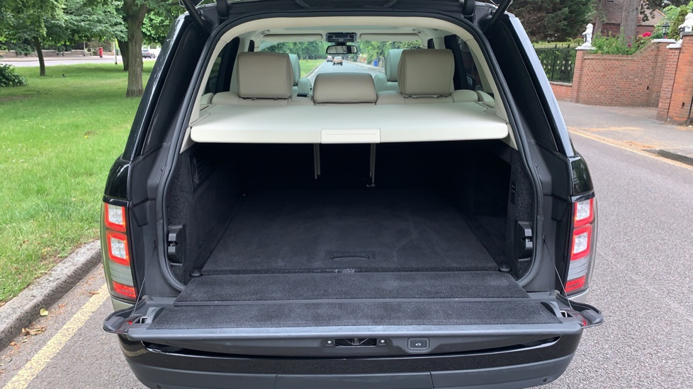 Land Rover Range Rover 4.4 SDV8 Autobiography 4dr - Fixed Panoramic Roof - Privacy Glass -  image 33