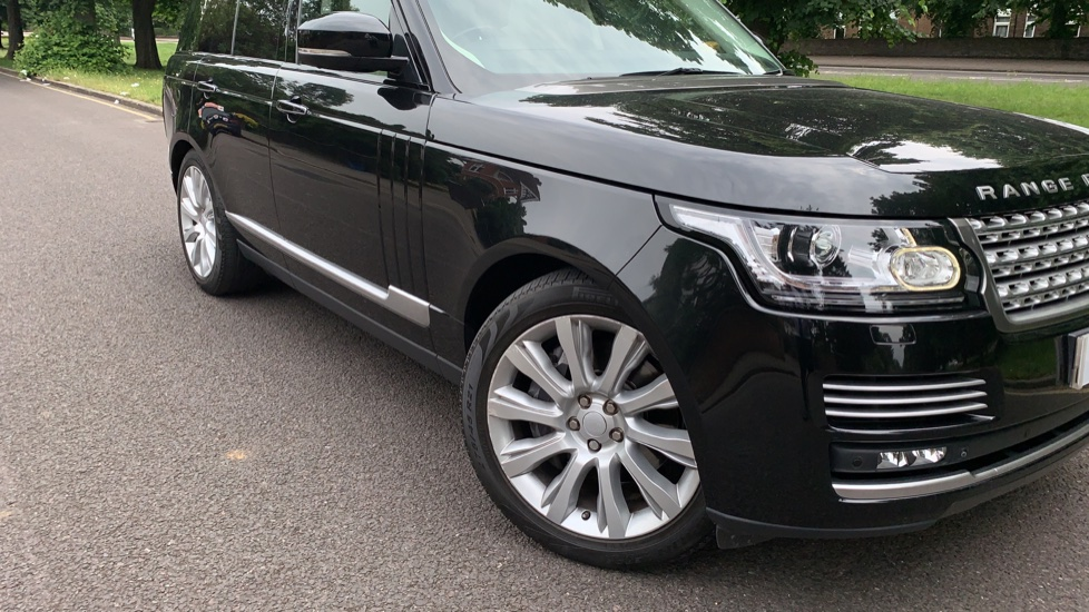 Land Rover Range Rover 4.4 SDV8 Autobiography 4dr - Fixed Panoramic Roof - Privacy Glass -  image 35