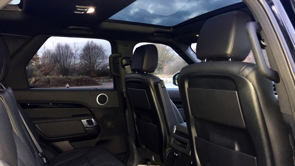 Land Rover Discovery 3.0 TD6 SE 5dr - 7 Seats - Electric Panoramic Roof - Privacy Glass -  image 24