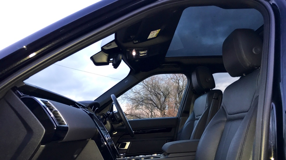 Land Rover Discovery 3.0 TD6 SE 5dr - 7 Seats - Electric Panoramic Roof - Privacy Glass -  image 29