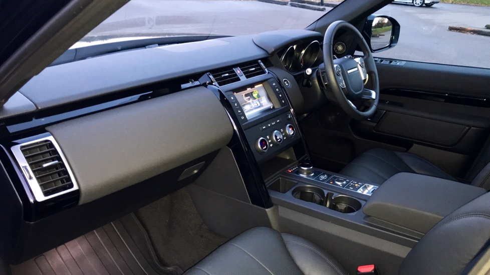 Land Rover Discovery 3.0 TD6 SE 5dr - 7 Seats - Electric Panoramic Roof - Privacy Glass -  image 31