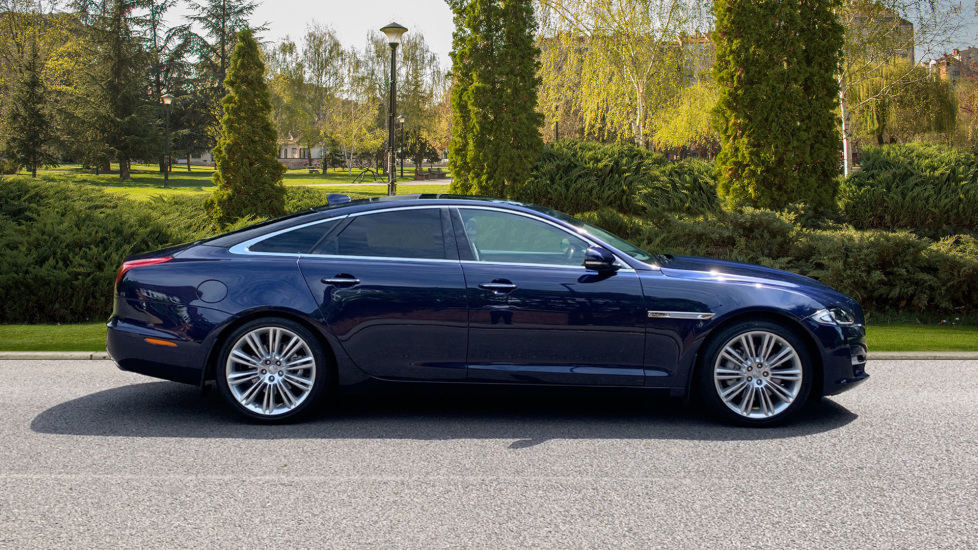 Jaguar XJ 3.0d V6 Premium Luxury -  Great Savings of *** £24,770*** Off Normal List Price.  image 5