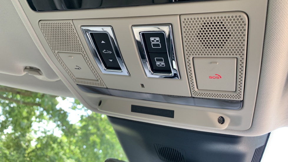 Jaguar XJ 3.0d V6 Premium Luxury -  Great Savings of *** £24,770*** Off Normal List Price.  image 21