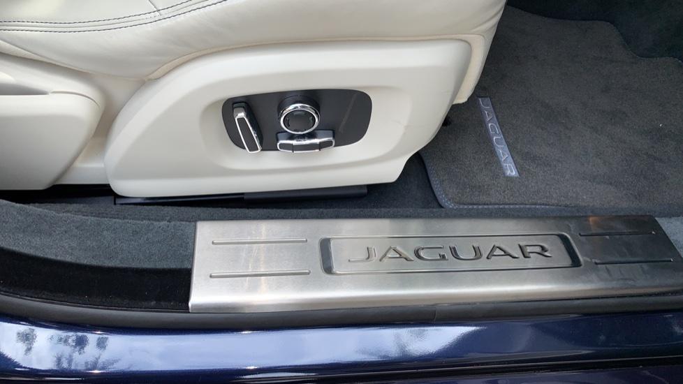 Jaguar XJ 3.0d V6 Premium Luxury -  Great Savings of *** £24,770*** Off Normal List Price.  image 23