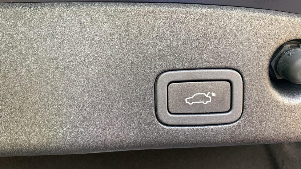Jaguar XJ 3.0d V6 Premium Luxury -  Great Savings of *** £24,770*** Off Normal List Price.  image 32