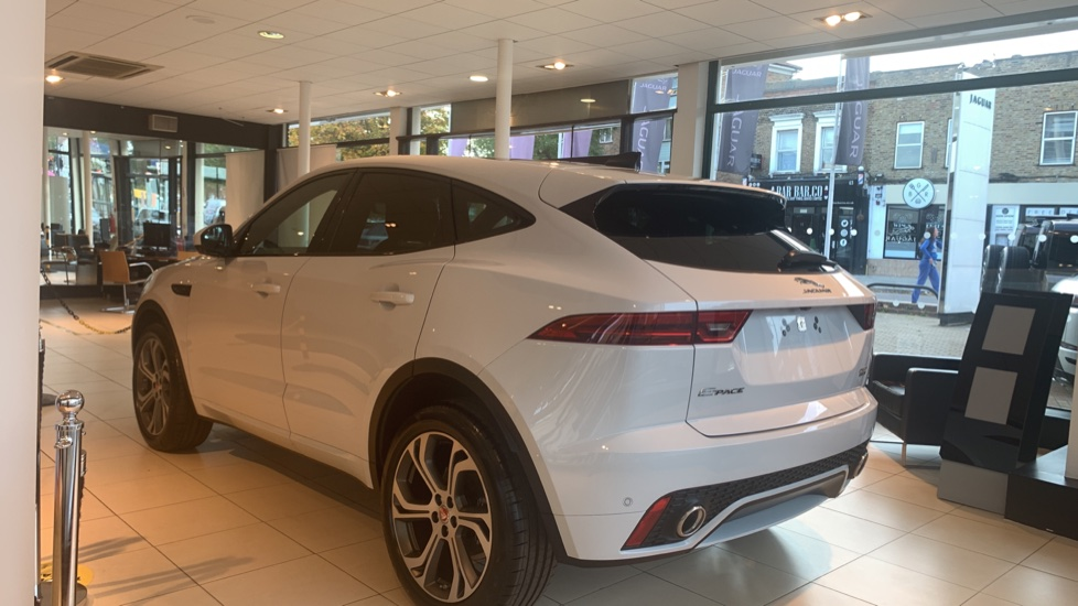 Jaguar E-PACE 2.0d Chequered Flag Edition SPECIAL EDITIONS image 2