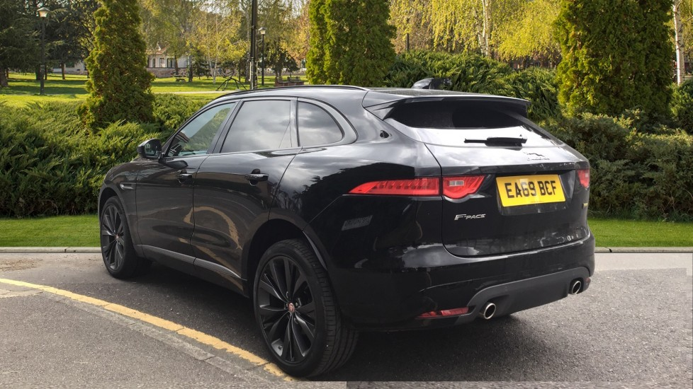 Jaguar F-PACE 3.0d V6 300 Sport 5dr AWD - Sliding Panoramic Roof - Privacy Glass - Demonstrator image 2