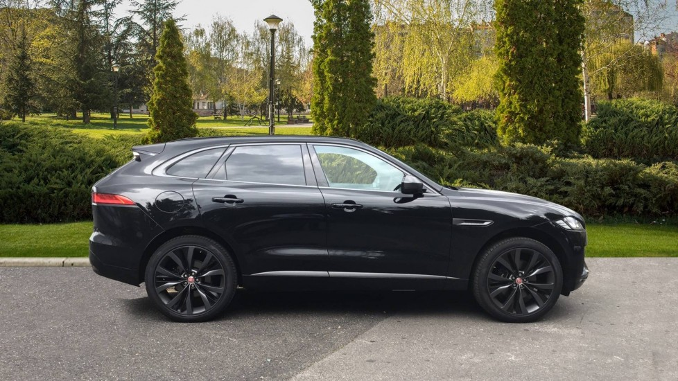 Jaguar F-PACE 3.0d V6 300 Sport 5dr AWD - Sliding Panoramic Roof - Privacy Glass - Demonstrator image 5