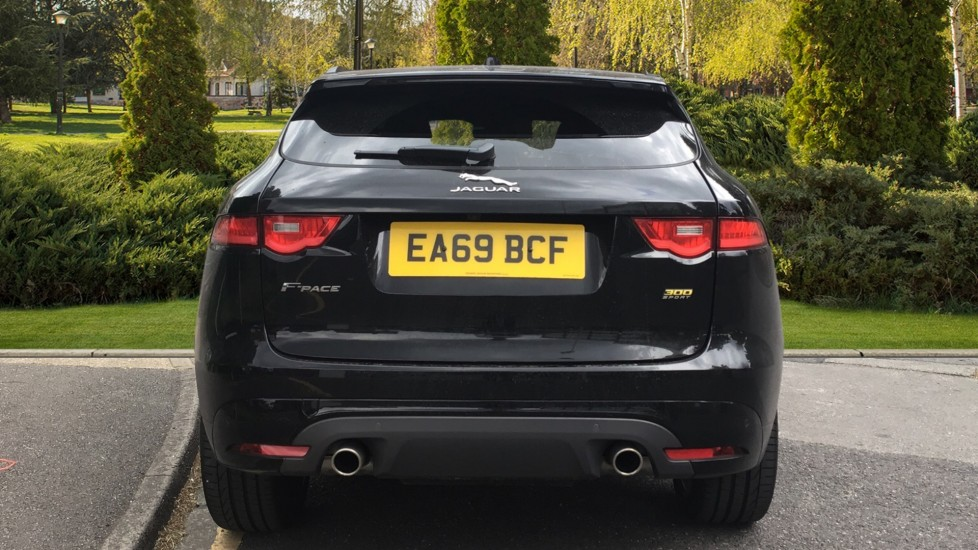 Jaguar F-PACE 3.0d V6 300 Sport 5dr AWD - Sliding Panoramic Roof - Privacy Glass - Demonstrator image 6