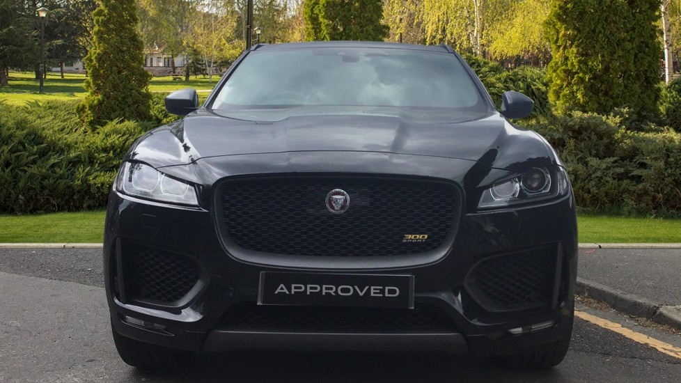 Jaguar F-PACE 3.0d V6 300 Sport 5dr AWD - Sliding Panoramic Roof - Privacy Glass - Demonstrator image 7