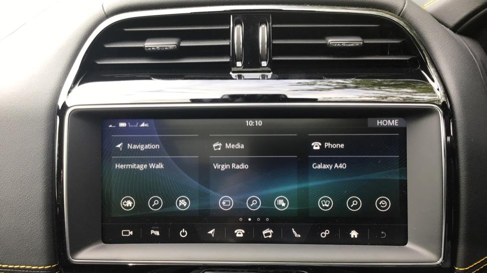 Jaguar F-PACE 3.0d V6 300 Sport 5dr AWD - Sliding Panoramic Roof - Privacy Glass - Demonstrator image 10