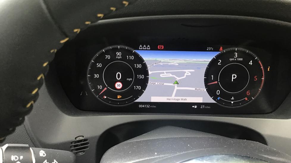 Jaguar F-PACE 3.0d V6 300 Sport 5dr AWD - Sliding Panoramic Roof - Privacy Glass - Demonstrator image 11