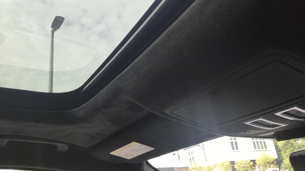 Jaguar F-PACE 3.0d V6 300 Sport 5dr AWD - Sliding Panoramic Roof - Privacy Glass - Demonstrator image 12