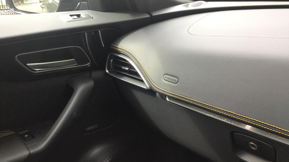 Jaguar F-PACE 3.0d V6 300 Sport 5dr AWD - Sliding Panoramic Roof - Privacy Glass - Demonstrator image 13