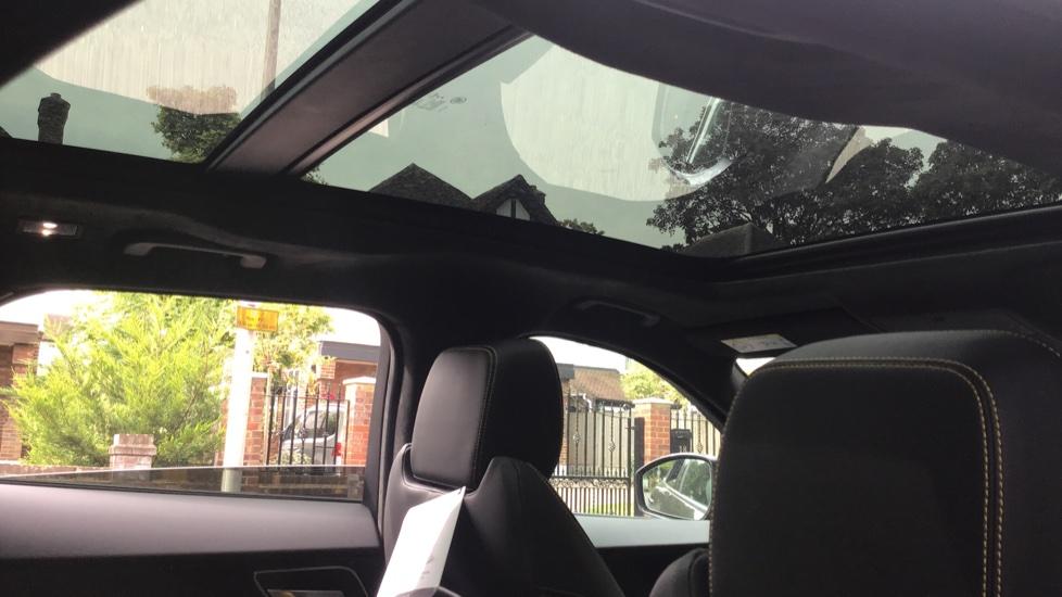Jaguar F-PACE 3.0d V6 300 Sport 5dr AWD - Sliding Panoramic Roof - Privacy Glass - Demonstrator image 16