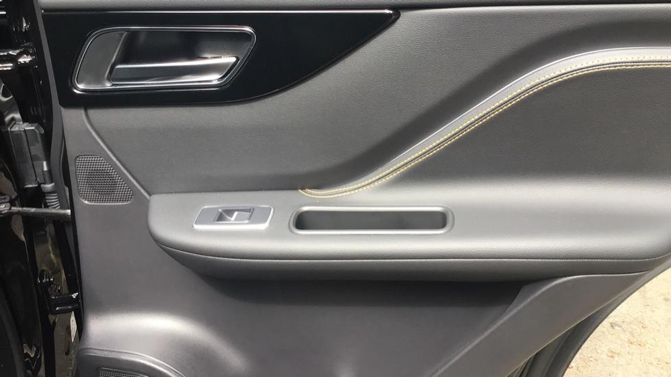 Jaguar F-PACE 3.0d V6 300 Sport 5dr AWD - Sliding Panoramic Roof - Privacy Glass - Demonstrator image 17