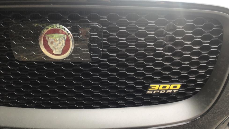 Jaguar F-PACE 3.0d V6 300 Sport 5dr AWD - Sliding Panoramic Roof - Privacy Glass - Demonstrator image 20