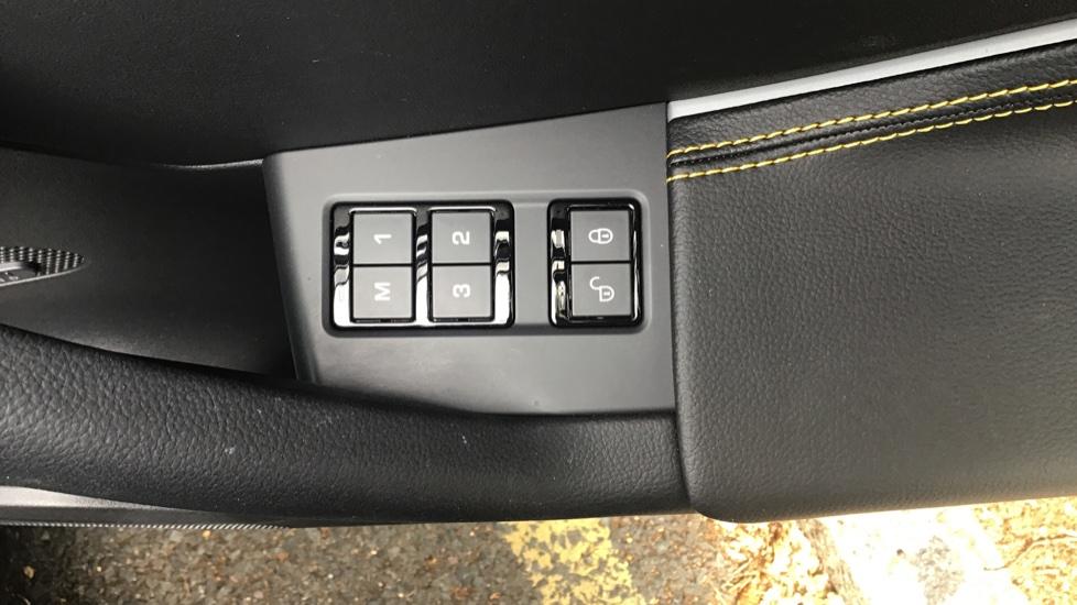 Jaguar F-PACE 3.0d V6 300 Sport 5dr AWD - Sliding Panoramic Roof - Privacy Glass - Demonstrator image 21