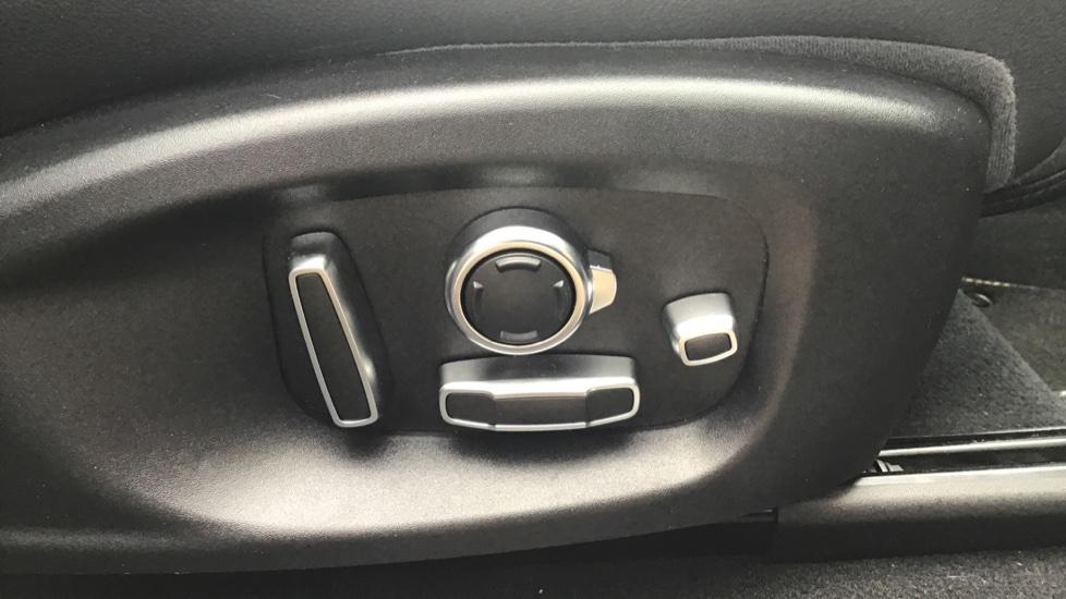 Jaguar F-PACE 3.0d V6 300 Sport 5dr AWD - Sliding Panoramic Roof - Privacy Glass - Demonstrator image 22