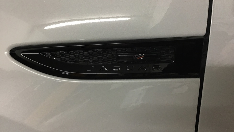 Jaguar E-PACE 2.0d [180] Chequered Flag Edition 5dr image 12