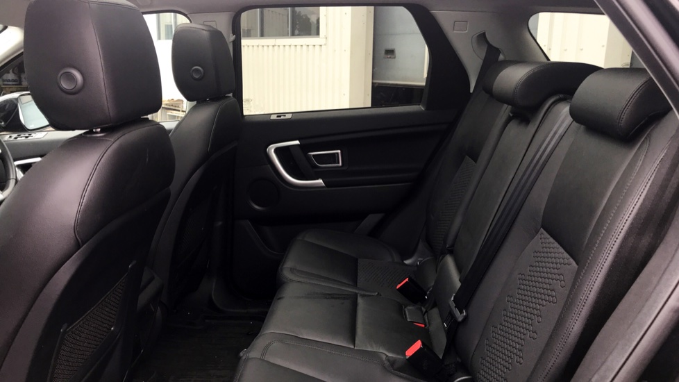 Land Rover Discovery Sport 2.0 TD4 180 SE 5dr - 5+2 Seatings - Privacy Glass - Fixed Panoramic Roof - Nearly New -   image 4