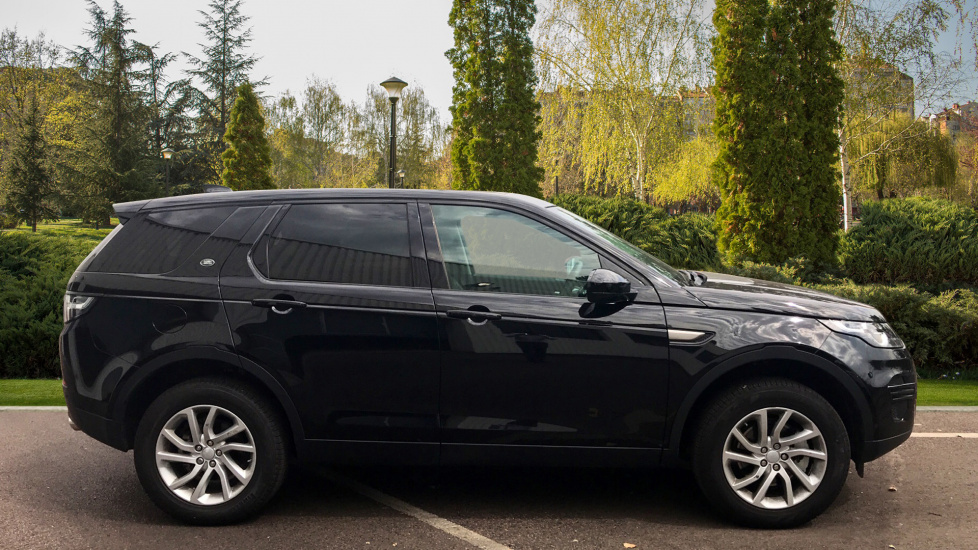 Land Rover Discovery Sport 2.0 TD4 180 SE 5dr - 5+2 Seatings - Privacy Glass - Fixed Panoramic Roof - Nearly New -   image 5