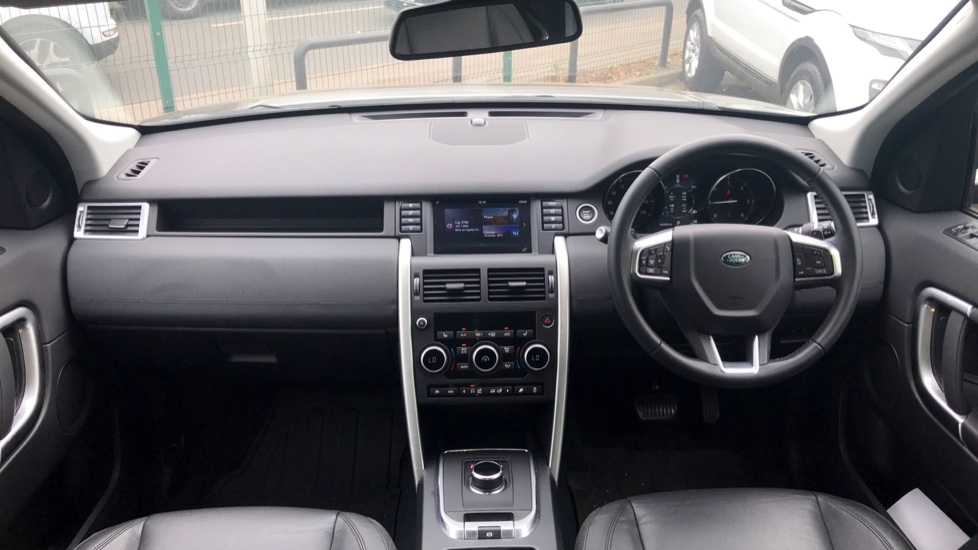 Land Rover Discovery Sport 2.0 TD4 180 SE 5dr - 5+2 Seatings - Privacy Glass - Fixed Panoramic Roof - Nearly New -   image 9