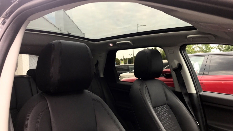 Land Rover Discovery Sport 2.0 TD4 180 SE 5dr - 5+2 Seatings - Privacy Glass - Fixed Panoramic Roof - Nearly New -   image 24