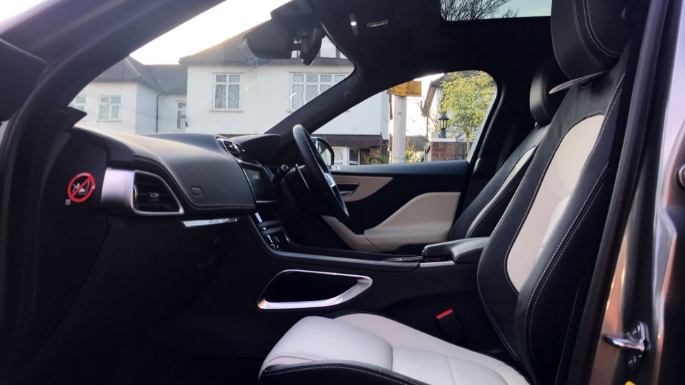 Jaguar F-PACE 2.0d R-Sport 5dr AWD - Fixed Panoramic Roof - Privacy Glass -  image 3