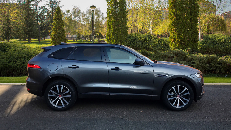Jaguar F-PACE 2.0d R-Sport 5dr AWD - Fixed Panoramic Roof - Privacy Glass -  image 5