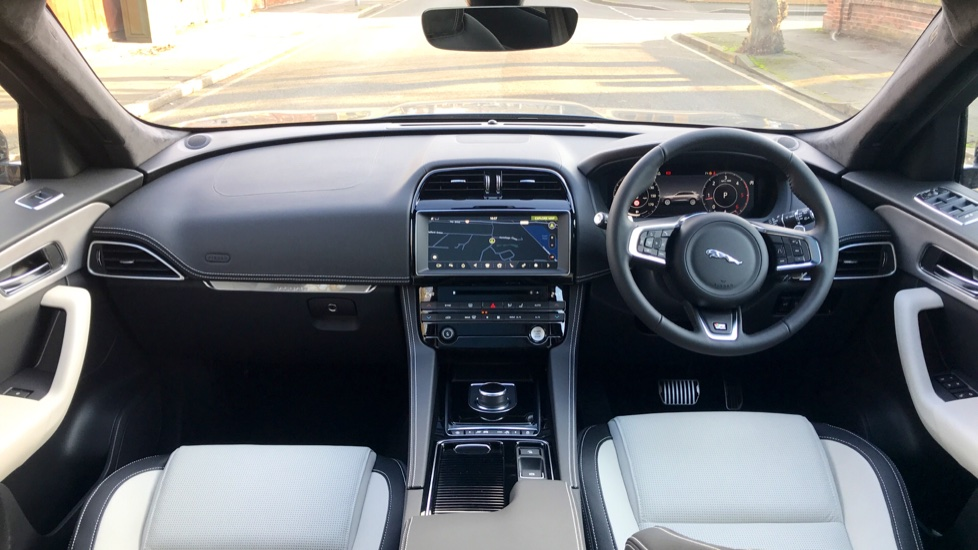 Jaguar F-PACE 2.0d R-Sport 5dr AWD - Fixed Panoramic Roof - Privacy Glass -  image 9