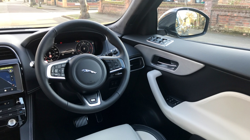 Jaguar F-PACE 2.0d R-Sport 5dr AWD - Fixed Panoramic Roof - Privacy Glass -  image 10