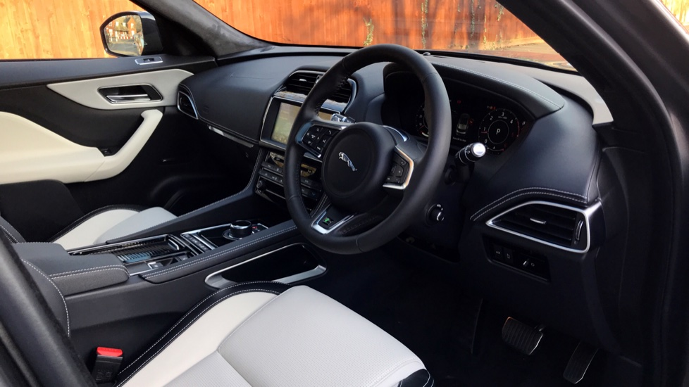 Jaguar F-PACE 2.0d R-Sport 5dr AWD - Fixed Panoramic Roof - Privacy Glass -  image 24
