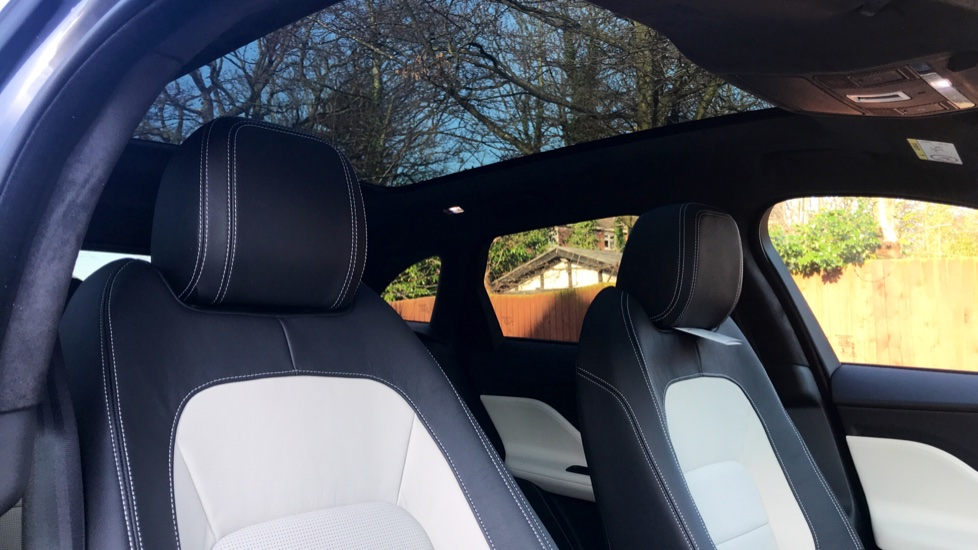 Jaguar F-PACE 2.0d R-Sport 5dr AWD - Fixed Panoramic Roof - Privacy Glass -  image 26