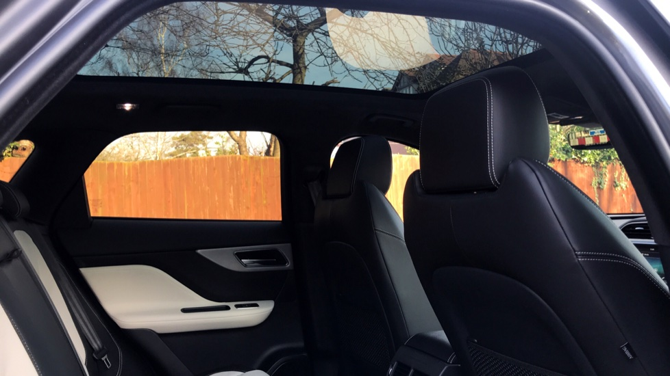 Jaguar F-PACE 2.0d R-Sport 5dr AWD - Fixed Panoramic Roof - Privacy Glass -  image 27