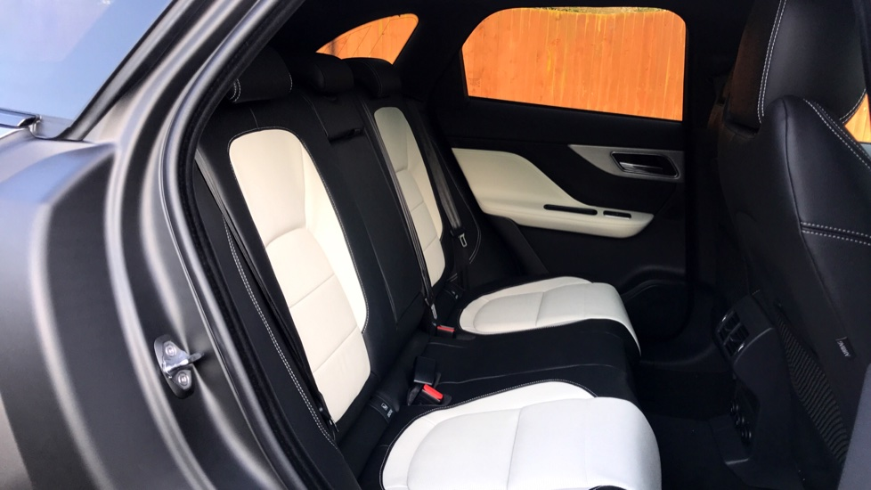 Jaguar F-PACE 2.0d R-Sport 5dr AWD - Fixed Panoramic Roof - Privacy Glass -  image 28