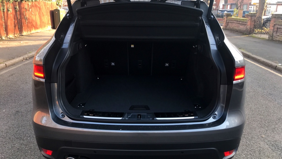 Jaguar F-PACE 2.0d R-Sport 5dr AWD - Fixed Panoramic Roof - Privacy Glass -  image 29